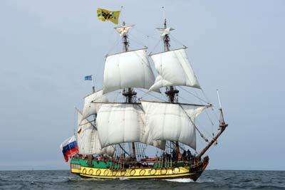 http://hanse-sail.webseiten.cc/uploads/pics/HS_Shtandart_72cr_01.jpg